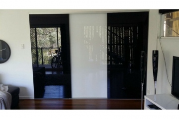 Black and Superwhite Glass Sliding Robe Door Set