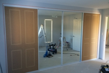 Colonial 4/Mirror combination sliding door set