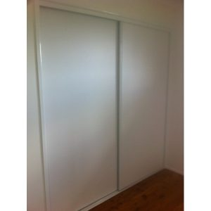 White vinyl robe doors - 800x600