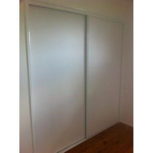 White vinyl robe doors - 800x600